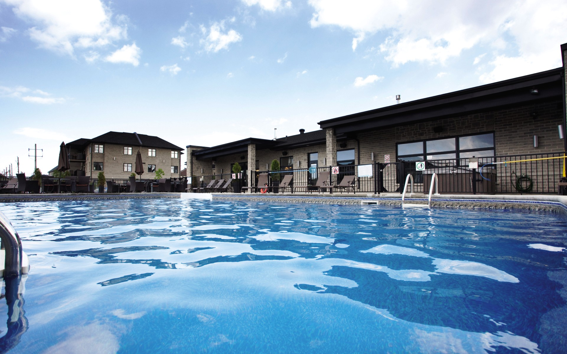 Club Piscine Laval Of Laval Tr S Grand Loft 1e Tage Logiplex Gestion